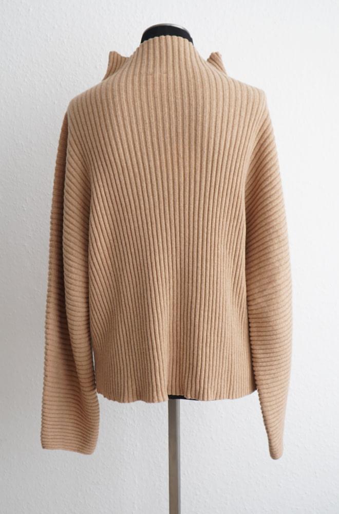 BASERANGE Kai Highneck Sweater - Cashmere | chic edition