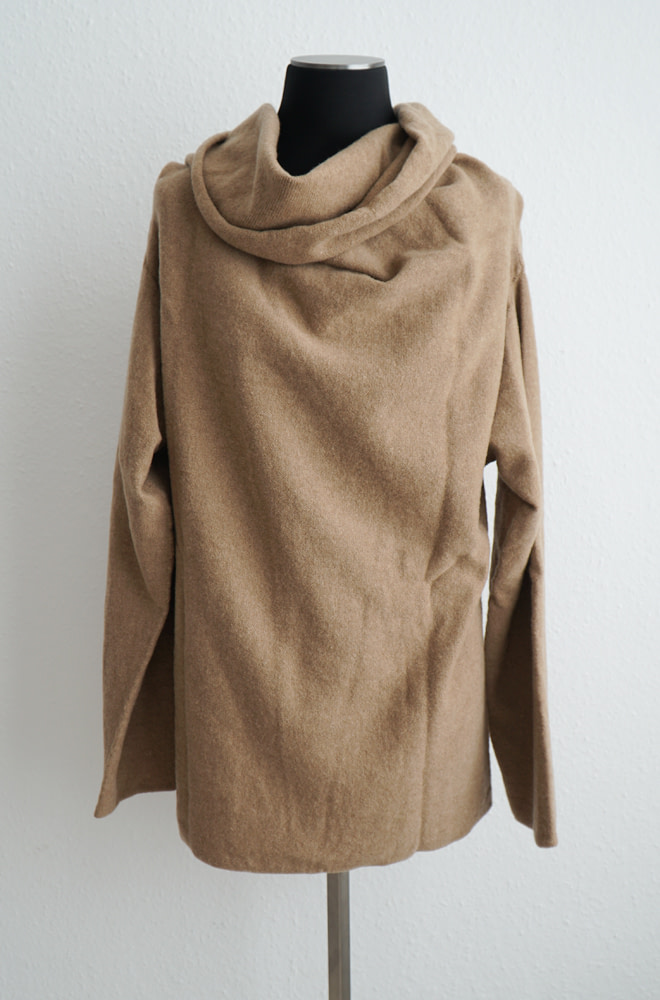 BASERANGE Adet Turtleneck - Merinos Wool | chic edition